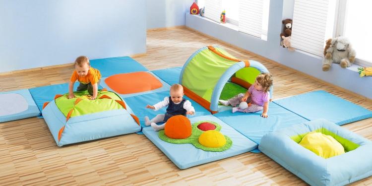 krabbelgruppe ab welchem alter jako o magazin. Black Bedroom Furniture Sets. Home Design Ideas
