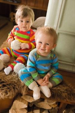 Mit ca. 8 Monaten können Babys selbständig sitzen