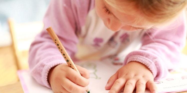 Kind_Zeichnen_123_750.jpg